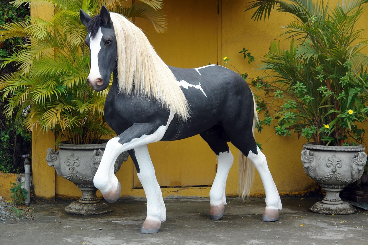 Piebald Horse 6ft-life like/Mane & Tail