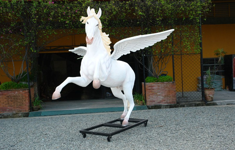 Horse With Wings 8 5 Ft Horse Ani2637y 2 799 99