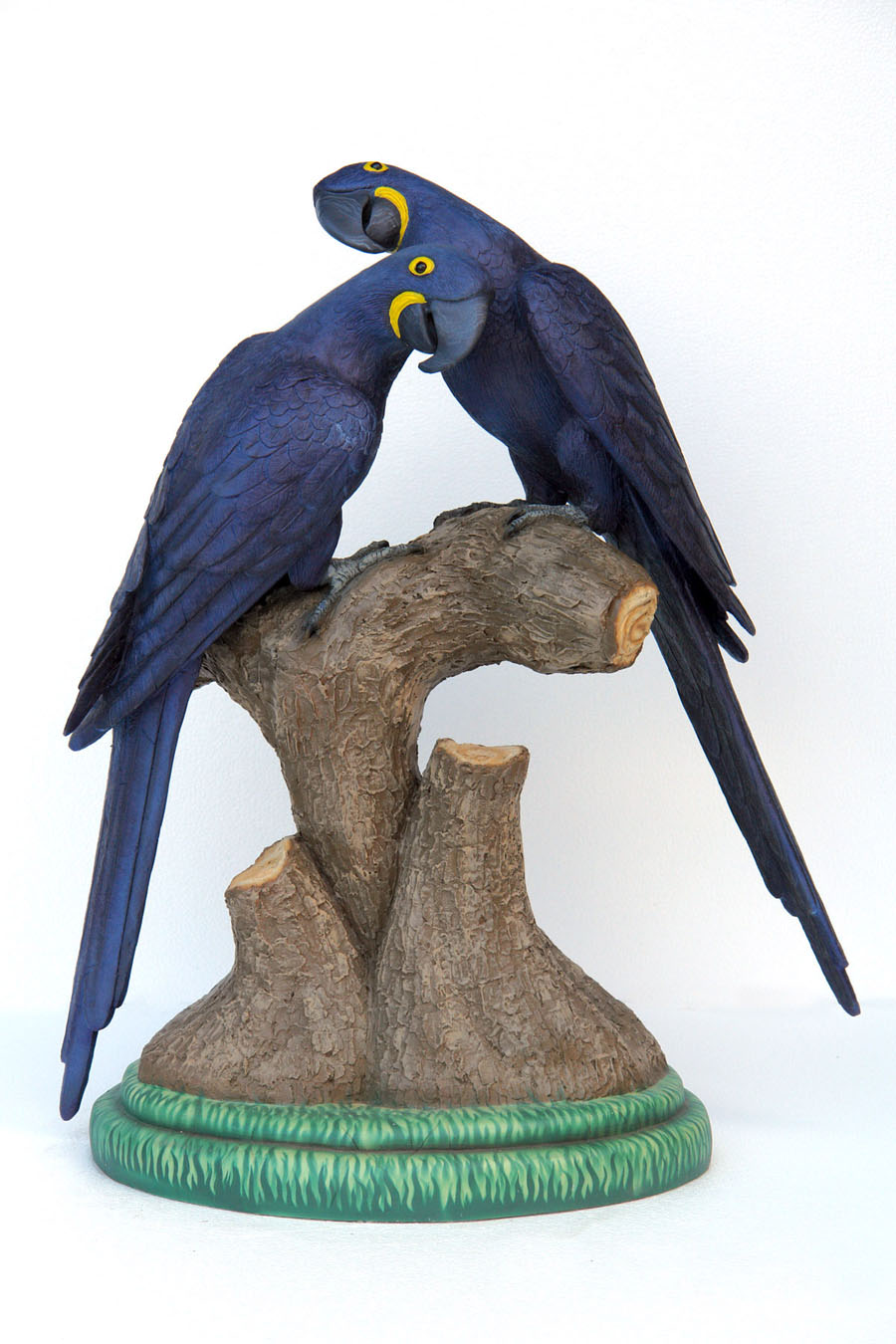 Hyacinth Macaw Lover 3ft. / Fiberglass