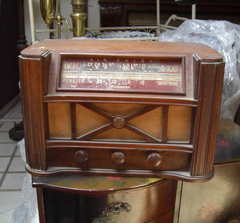 Antique Wood Radio